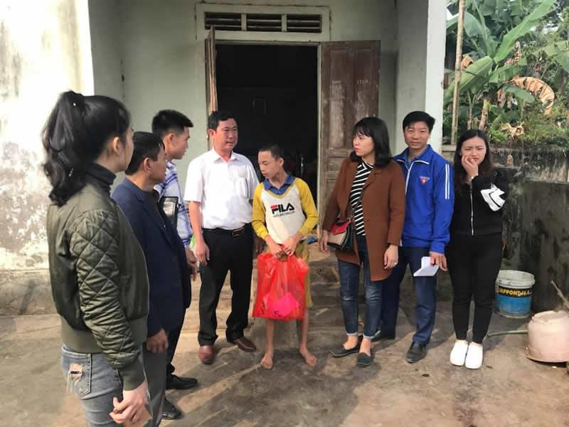 Tặng Quà cho các Gia đình gặp hoàn cảnh khó khăn đặc biệt tại Xã Thanh Lương, huyện Thanh Chương